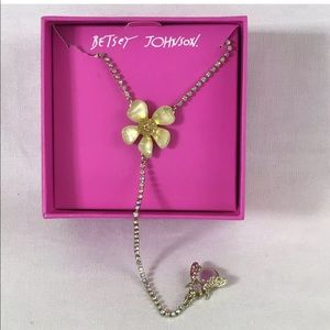 Betsey Johnson Spring Glam Flower Bee Necklace